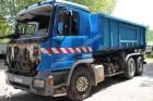 camion multibenna Mercedes incidentato