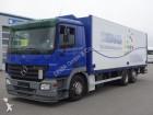 camión caja abierta transporte de bebidas Mercedes usado