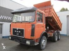 camión volquete trilateral MAN