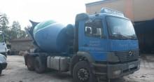 camión hormigón cuba / Mezclador Mercedes usado