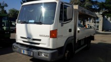 camión lona corredera (tautliner) Nissan