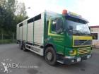 camion trasporto bestiame Volvo usato