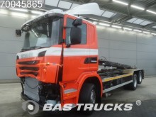camion portacontainers Scania incidentato