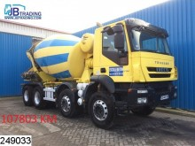 camión Iveco Trakker 410 8x4, EURO 5 EEV, 8 M3, Manual, Airco