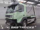 camion portacontainers Volvo incidentato