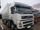 camión cisterna gránulos / polvo Volvo usado