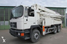 camión MAN 27.322 6x4 BB - SCHWING 32 m - Betonpumpe