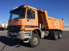 camion halfpipe tipper Mercedes incidentato