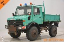 camión Unimog 1300 - 425