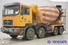 camión MAN 32.322 - 8X4