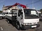 camion piattaforma Nissan usato