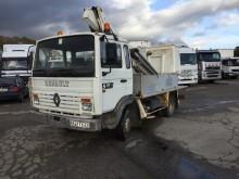 camion piattaforma aerea telescopico Renault usato
