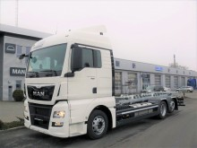 camion portacontainers MAN nuovo