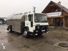 camion cisterna Volvo usato