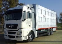 camión para ganado porcino usado