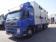 camión para ganado porcino Volvo