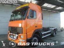 camion portacontainers incidentato