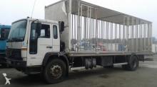 camión para aves Volvo