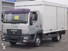 camión furgón transporte de bebidas MAN
