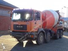 camión MAN 32.364 8x4 / Liebherr 9m³