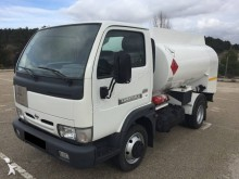 camion citerne hydrocarbures Nissan