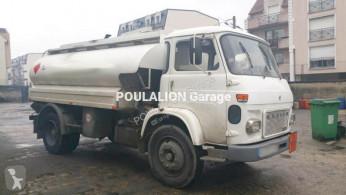 camion citerne hydrocarbures Saviem