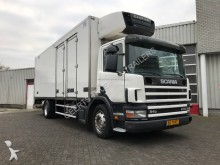 camión Scania P94 DB4X2MA UNICAR COOLER WITH CARRIER