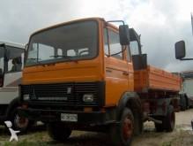 camión volquete trilateral Iveco