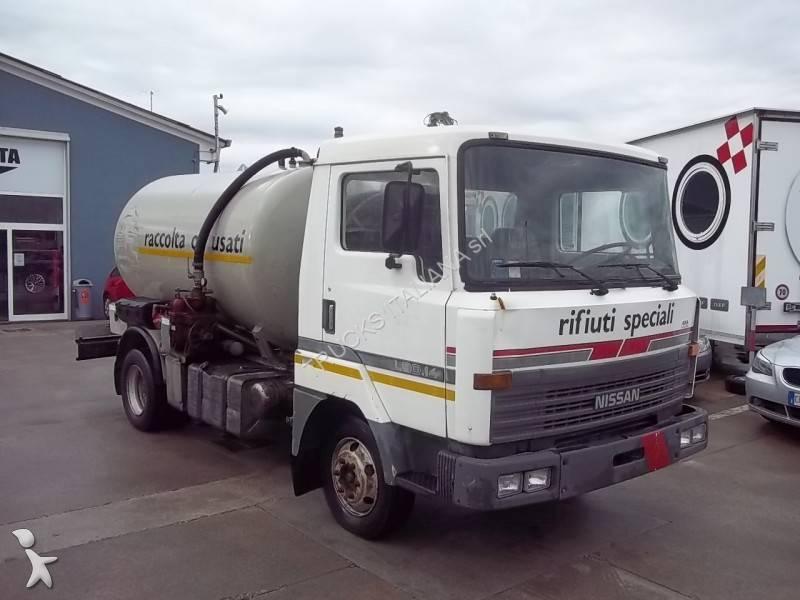 camion nissan cisterna idrocarburi l 4x2 gasolio euro 0 usato n 734031. Black Bedroom Furniture Sets. Home Design Ideas