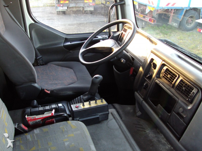 Camion renault polybenne marrel kerax dci 6x4 for Interieur camion renault t