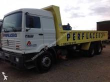 camión remolque volquete Renault usado