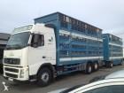 camión remolque para ganado Volvo usado