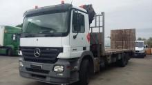 camión remolque portamáquinas Mercedes usado
