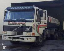 camión remolque cisterna alimentario Volvo usado