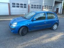 automobile berlina Renault