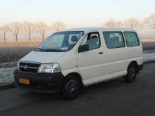 Toyota Hiace 2.5 D-4D 8 PERSOONS 166 DKM E