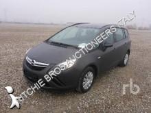 automobile familiare Opel