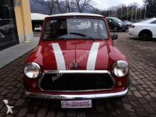 automobile berlina Mini