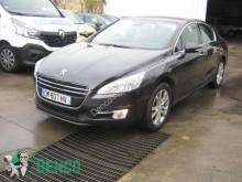 coche berlina Peugeot