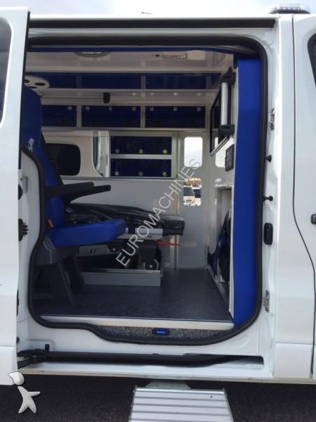 ambulance renault trafic occasion n 1727276. Black Bedroom Furniture Sets. Home Design Ideas