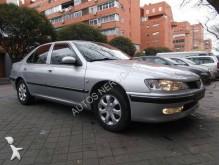 carro berlina Peugeot usado