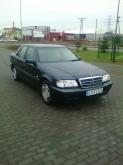 samochód osobowy Mercedes używany