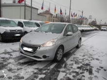 automobile Peugeot 208