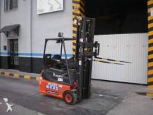 chariot élévateur de chantier Linde occasion