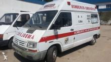 outra carrinha comercial ambulância Renault usado