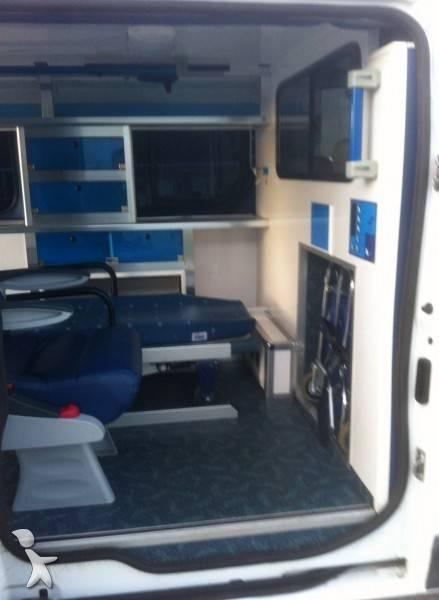 ambulance renault trafic l1h1 dci 115 cv occasion n 471941. Black Bedroom Furniture Sets. Home Design Ideas