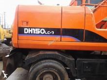 pelle sur pneus Doosan