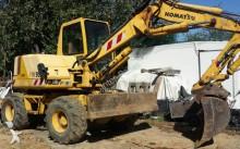 escavatore gommato Komatsu