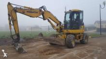 escavadora sobre pneus Komatsu