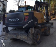 pelle sur pneus Volvo